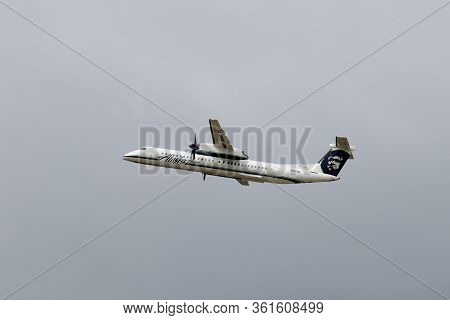 Seattle, Usa - Sep. 13, 2019: Alaska Horizon Airlines De Havilland Canada Dash 8-400 N417qx Taking O