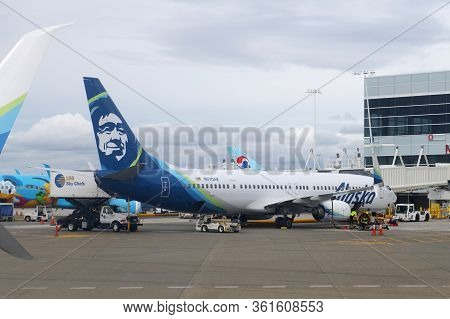 Seattle, Usa - Sep. 13, 2019: Alaska Airlines Boeing B737-900er N270ak At Seattle Tacoma Internation