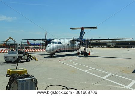 Philadelphia, Usa - May 31, 2013: Former Us Airways Express Dash 8-100 At Philadelphia International