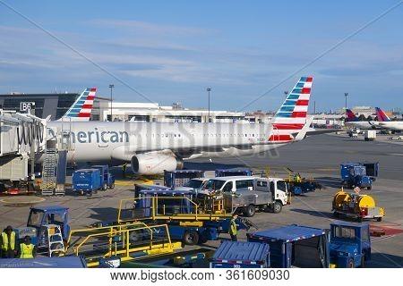 Boston, Usa - Jun. 15, 2019: American Airlines Airbus 321 N112an At Boston Logan International Airpo