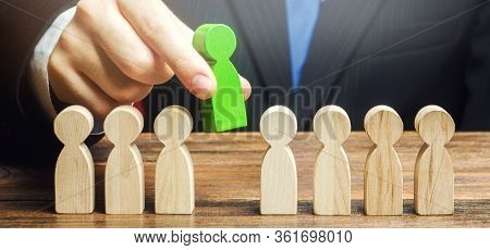 Businessman Chooses A Person From The Team. Leadership And Promotion. The Best Employee, Leader. Hum