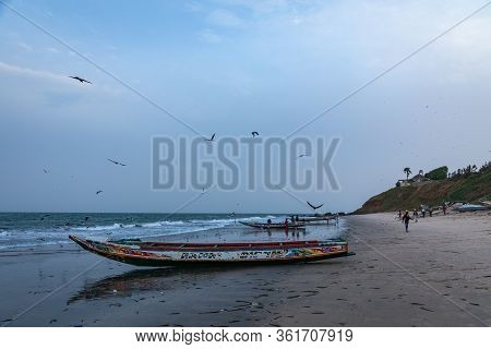 Serrekunda, The Gambia - November 21, 2019: Scene With Men And Women Carrying Fish From The Boats To