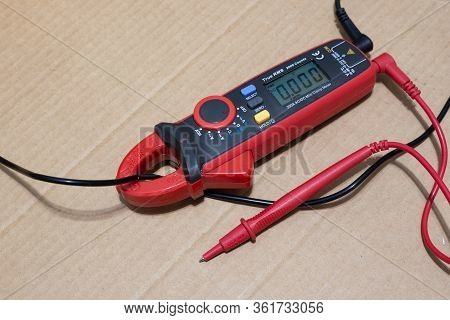 Non-contact Electronic Meter Clamp Meter For Measuring Current And Voltage