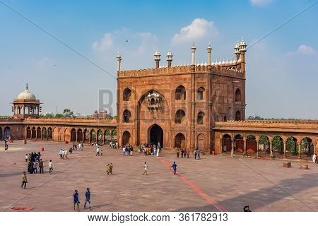 Delhi, India - April 19, 2019: The Red Jama Mosque (masjid Jahan Numa), Built In The 17th In Mughal
