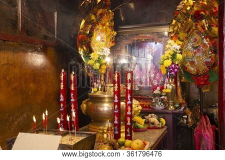 Buddha God Goddess Statue And Decoration Of Leng Chu Kiang Or Chao Mae Lim Ko Niao Chinese Shrine Fo