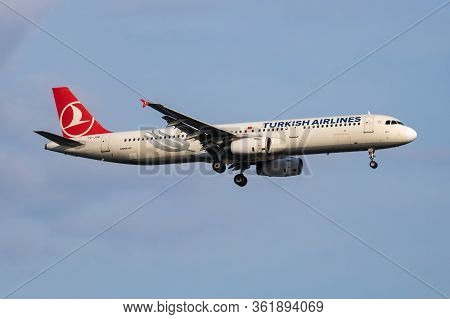 Istanbul / Turkey - March 28, 2019: Turkish Airlines Airbus A321 Tc-jsb Passenger Plane Arrival And