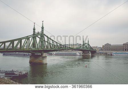 Budapest, Hungary - Nov 6, 2019: Liberty Bridge Over The Danube River On A Foggy Rainy Autumn Day. C