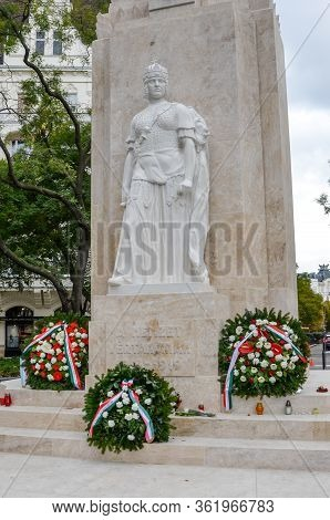 Budapest, Hungary - Nov 6, 2019: Reconstructed Memorial Of The National Martyrs, A Nemzet Vertanuina