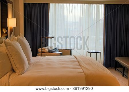 Chicago, Illinois, United States - Dec 12th, 2015: Luxury Hotel Room With Bed And Sofa In Chicago Gr