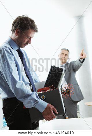 Trabajador despedido de la oficina