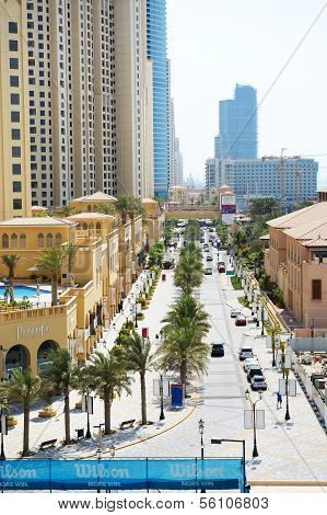 Dubai, Vereinigte Arabische Emirate September 12: die Wanderung am Jumeirah Beach Residence am 12. September 2013 in Dubai, Einheit