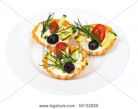 tortoletka with vegetables and cream