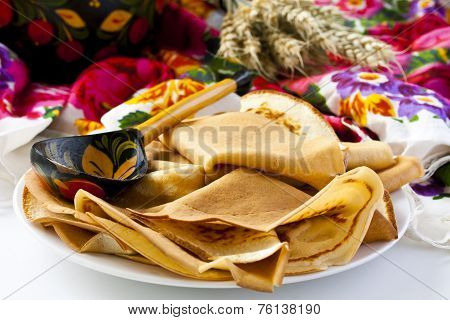 Thin Pancakes With Sour Cream