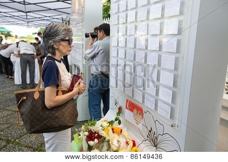 SINGAPORE-MARCH 23 : Visitors paying last respect to the late ex prime minister of Singapore, Mr Lee Kuan Yew. Mr Lee died due to ill health, Mar 23, 2015, Singapore