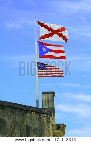Tres banderas (three flags) above San Cristobal