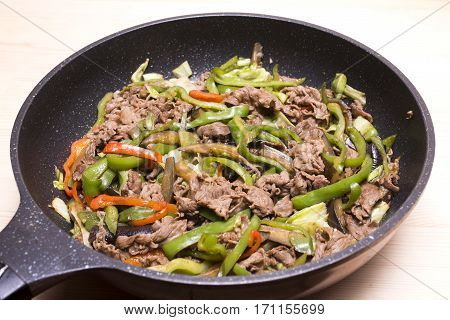 Sauteed beef meat and various vegetables in a pan