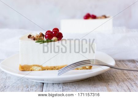 Vanilla cheesecake with white chocolate and red currant
