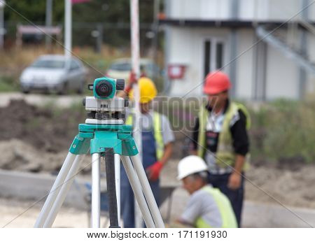 Surveying Device For Leveling