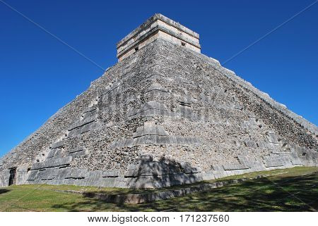 Huge Temple at Chichen Itza yucatan mexico