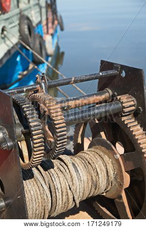 Winch to take out the boats of the sea and place them on the bank.