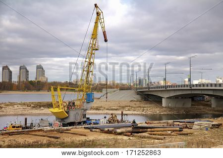Construction of the bridge crane and tubes stack on a ground