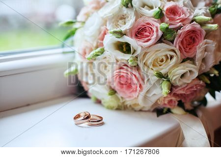 Wedding bouquet and rings. The concept of marriage and love.
