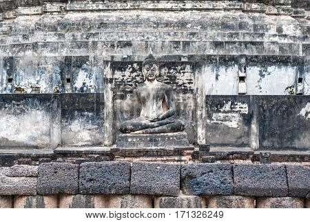 Abandoned Buddha Statue in Old Temple .