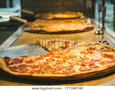 Pizza pan Thin Crust Food Restaurant display