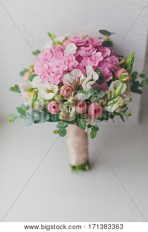 Beautiful bouquet rose and alstroemeria and Jentle.
