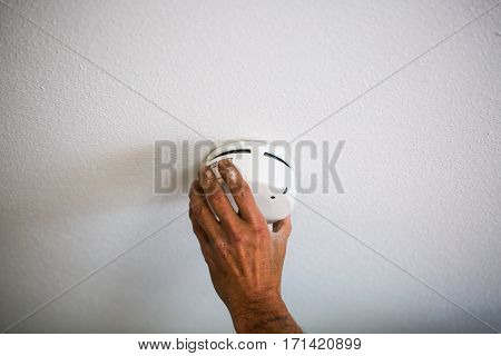 Installation of a smoke detector, sign, wall