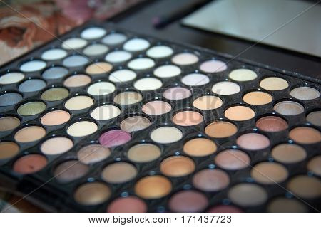 Pallet with shades of bright colors Bridal makeup how to do makeup.