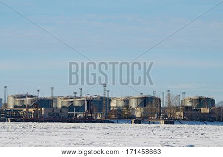 containers in the port are used for pumping oil .