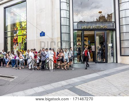 People Queue Up In Front Of Louis Vuitton Shop