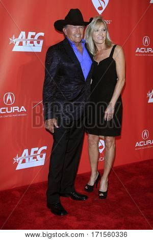 LOS ANGELES - FEB 10:  George Strait, Norma Strait at the Musicares Person of the Year honoring Tom Petty at Los Angeles Convention Center on February 10, 2017 in Los Angeles, CA