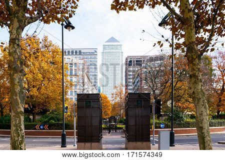 London UK - November 19 2016 - One Canada Square building in Canary Wharf seen from Westferry Circus