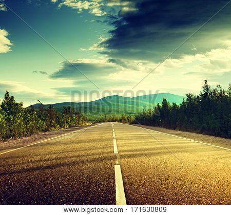 jalan yg lurus dan awan yang memukau