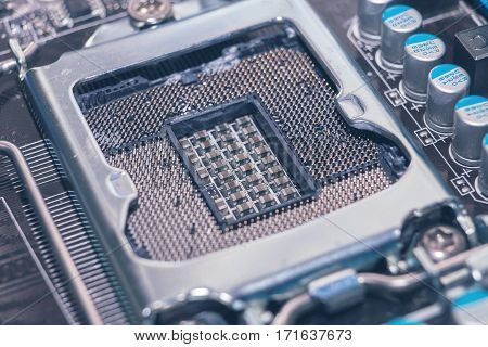 Broken Motherboard Socket, The Processor Slot