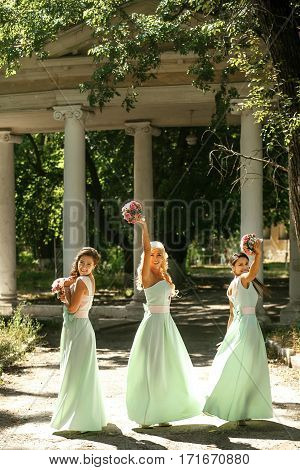 The bridesmaids spinning in the beautiful park