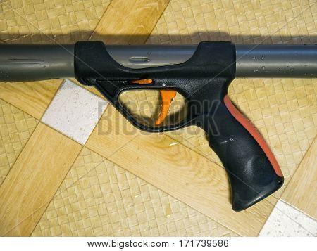 The handle of the spearfishing gun closeup