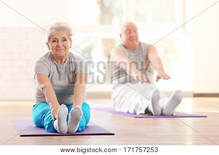Elderly patients training in rehabilitation center