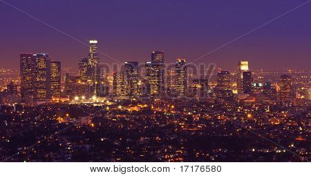 Los Angeles Urban Skyline in der Abenddämmerung