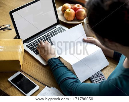 Online Technology Payment Laptop Working