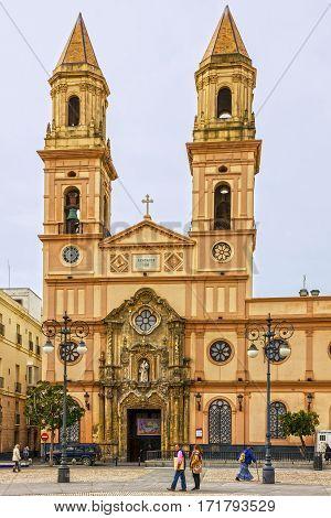 Kadiz, Spain - Jab 6, 2017: Cathedral church square