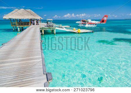 14.12.2017 - Ari Atoll, Maldives: Exotic Scene With Seaplane On Maldives Sea Landing. Vacation Or Ho