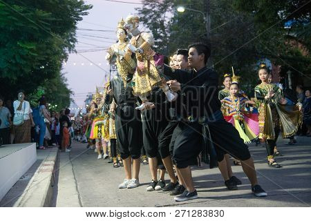 Bangkok,thailand -november 22, 2018 : Unidentified Thai Dancer In The Parade Of Traditional Thai Pup