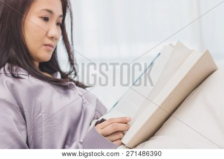 Asien Women Reading Book On Bed In Bedroom After Wake Up In The Morning