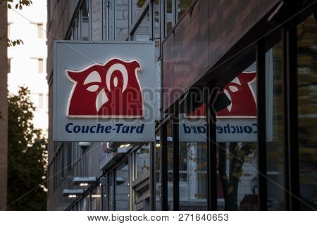 Montreal, Canada - November 4, 2018: Couche Tard Logo On One Of Their Shop For Montreal. Alimentatio