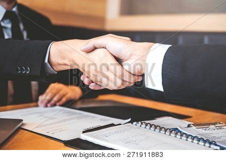 Business People Greeting New Colleagues While Job Interviewing Shaking Hands Meeting Planning After