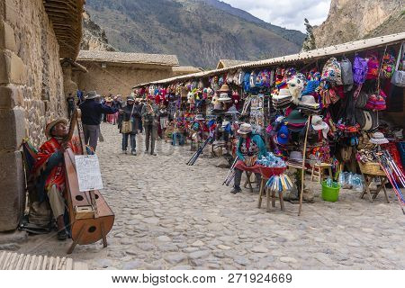 Machu Picchu, Peru - Sep 17, 2018: Tourists Visiting A Market Selling Handcrafts And Souvenirs In Ol