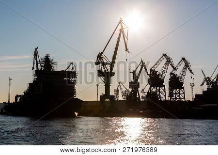 Silhouette Shipyard Have Crane Machine, Shipyard Industry.